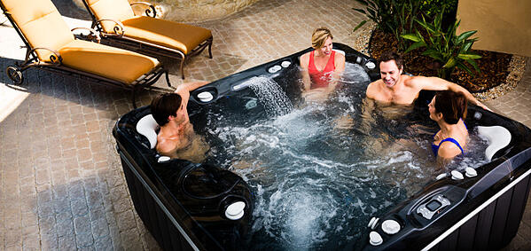 What+is+the+Right+Hot+Tub+Size_